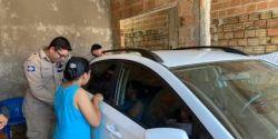 Bombeiro usa vídeo da Galinha Pintadinha para acalmar criança em carro